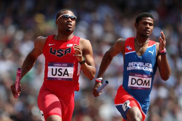 JO 4 x 400 m: Un Américain finit la course la jambe cassée
