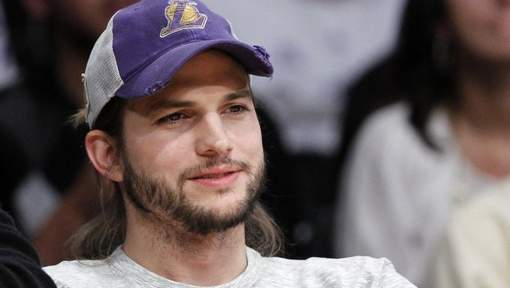 Ashton Kutcher officialise sa relation avec Mila Kunis