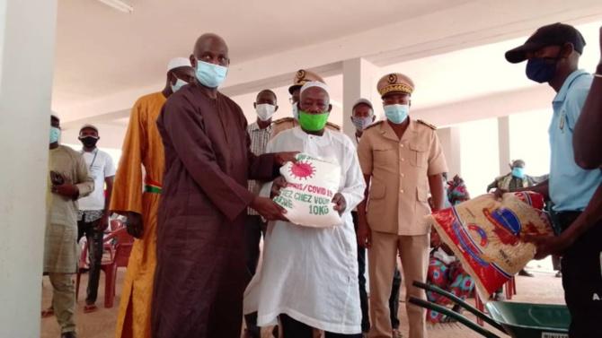 Distribution des vivres du Covid 19/ Koumpentoum: Mansour Faye a remis des kits alimentaires à plus de 53 000 ménages
