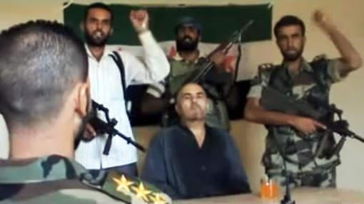Des rebelles syriens affirment avoir abattu un avion et capturé son pilote