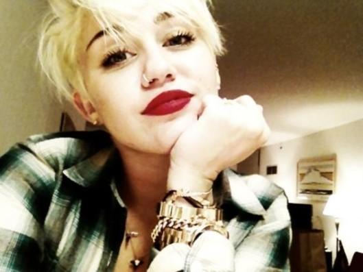 Miley Cyrus répond aux insultes sur sa nouvelle coupe de cheveux !