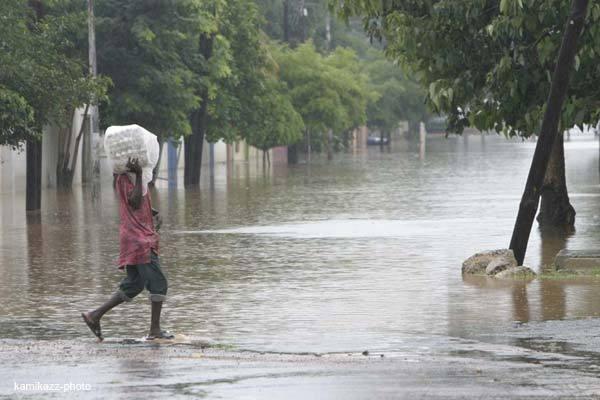Sept morts et des blessés, les routes coupées, plusieurs quartiers sous les eaux