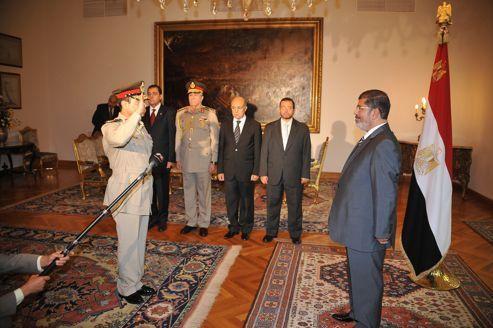 Le président égyptien frappe l'armée à la tête
