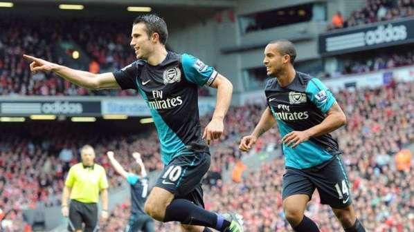 Arsenal : toujours admirateur de Van Persie, Wenger regrette de ne pas l'avoir vendu au PSG !