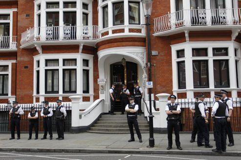 Pour échapper à la justice, Assange n'a que peu d'options