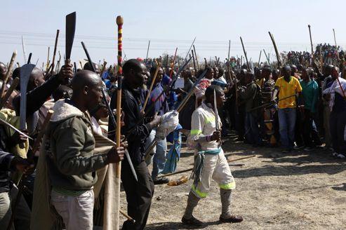 Afrique du Sud : la police tire sur des mineurs grévistes