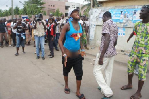 Les opposantes togolaises montrent leurs fesses aux gendarmes