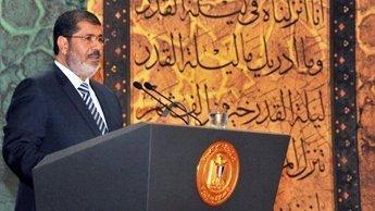 """Morsi à Téhéran : un rabibochage à """"hauts risques"""" pour Le Caire"""