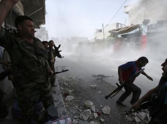Syrie : les insurgés livrent bataille pour le contrôle d'une base aérienne à Idleb