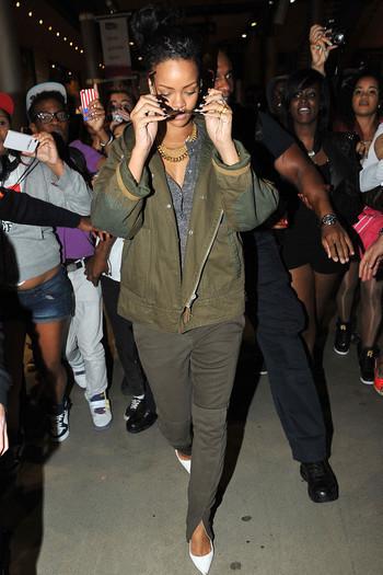 Rihanna déclenche une émeute à Paris