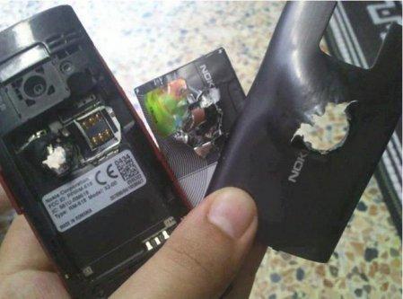 Un Nokia X2 Arrête une balle et sauve une vie en Syrie
