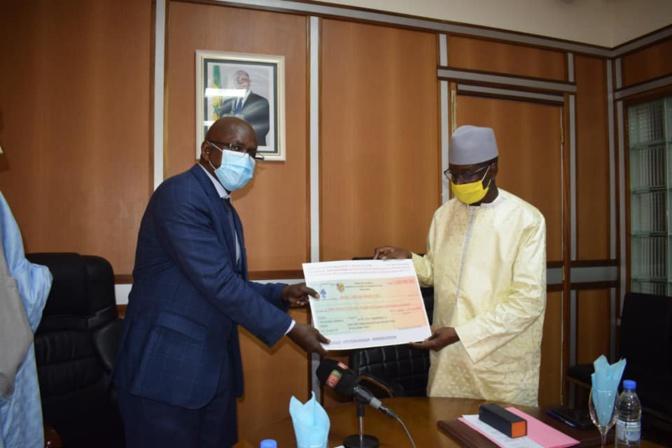 Lutte contre la Covid 19: Aly Ngouille Ndiaye décaisse 3,75 milliards de FCfa