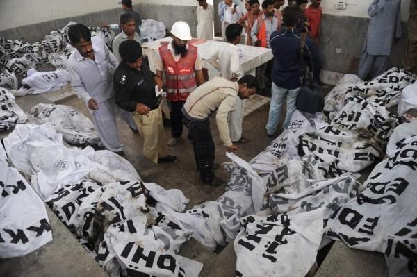 Plus de 310 morts dans deux incendies au Pakistan