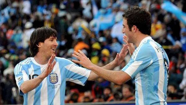 Zambrano s'en prend à Messi et Higuain