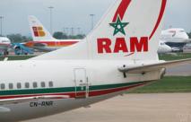 Pour empêcher son épouse de prendre le vol, il annonce des explosifs sur le vol RAM
