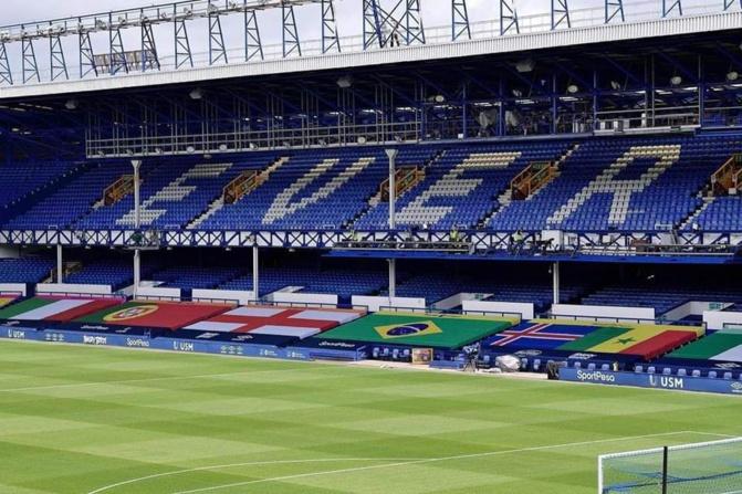 Premier League - Derby Everton vs Liverpool - Le drapeau du Sénégal à Goodison Park