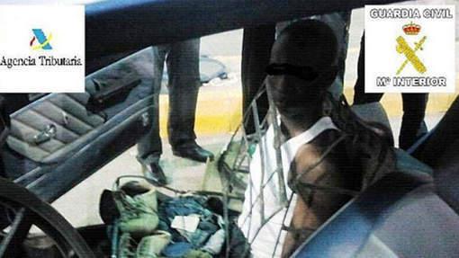 Un clandestin déguisé en siège de voiture