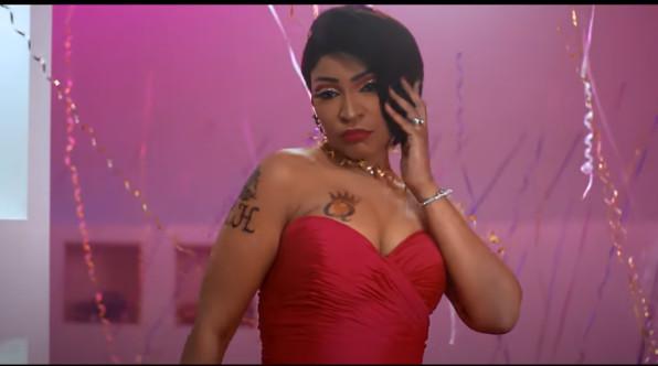 Viviane Chidid avec des tatouages affriolants