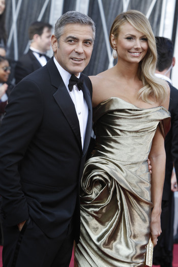 George Clooney de plus en plus distant avec Stacy Keibler ?