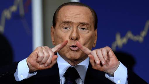 """Berlusconi envisage de se retirer pour """"rassembler"""""""