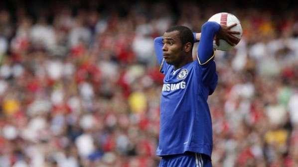 Qui pour s'offrir un Ashley Cole poussé vers la sortie par Chelsea ?