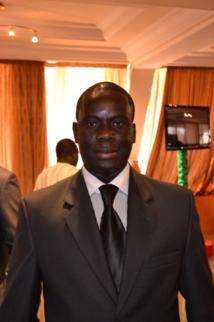 El Hadji Malick Gakou remet le drapeau national aux Lionnes du football, mercredi