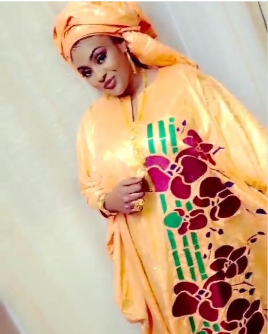 Photos - L'actrice Adja resplendissante dans un grand boubou. Admirez !