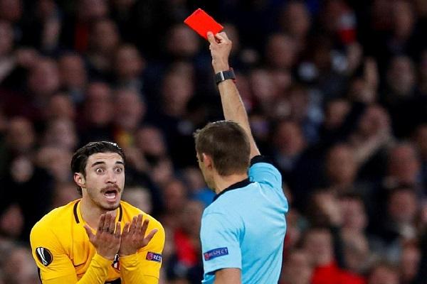 Football: tousser de façon délibérée sera désormais passible d'un carton rouge, décide l'Ifab