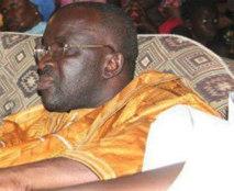Moustapha Cissé Lo fait sa sieste dans une passation de service