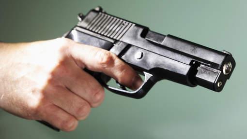 Il se suicide après avoir tiré dans la main d'une femme