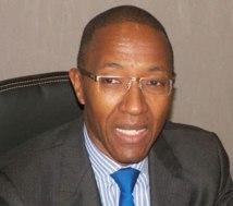 """Le PDG de Attijariwafa bank """"blanchit"""" Abdoul Mbaye"""