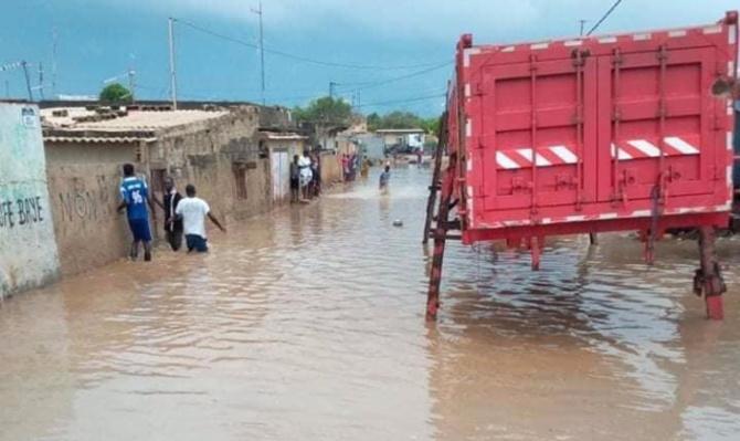 INONDATIONS ET CLIMAT - Macky SALL appelle à un changement de comportements