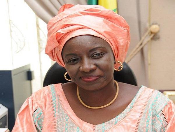 Assistance aux populations: Mimi Touré marque des points à Kaolack, sa démarche de citée en exemple par le Gouverneur