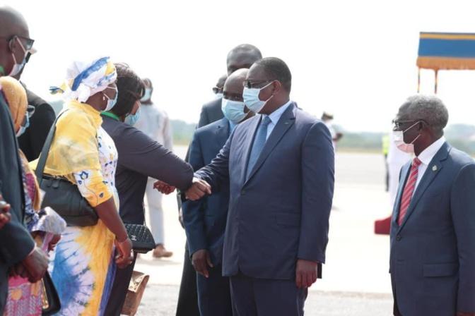 Accra - Arrivée de Macky Sall pour la réunion spéciale de la Cedeao (photos)