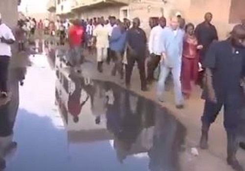 Inondations au Sénégal: Quand Karim Wade visitait la banlieue avec du matériel lourd
