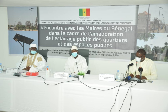Le Ministre des Collectivités territoriales, Oumar Guéye incite les collectivités territoriales à mettre en avant l'éclairage solaire et non conventionnelle
