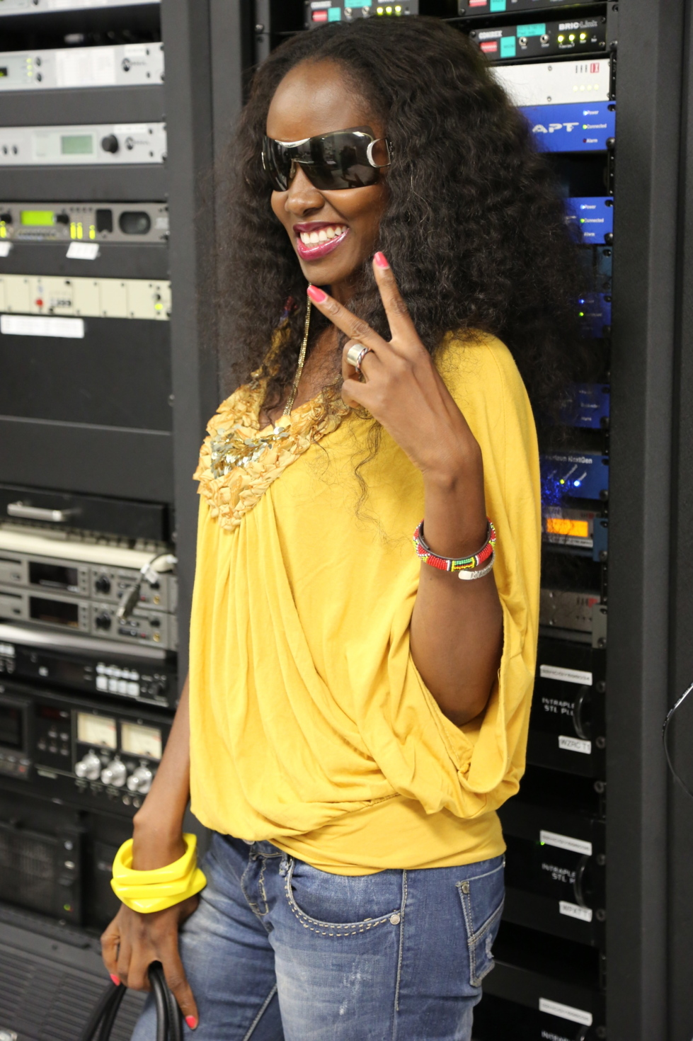 Queen Biz nominée au Tube de l'année 2012 de Real One de la RFM avec le morceau Trahison
