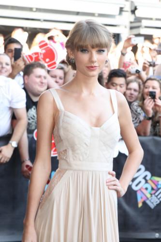 Taylor Swift saute sur tout ce qui bouge