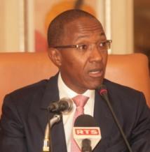 Le Premier ministre, Abdoul Mbaye salue toute l 'assistance et zappe Me Ousmane Ngom