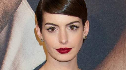Anne Hathaway montre... tout!