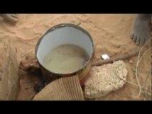 [Vidéo] Des talibés soignent eux-mêmes leurs dents