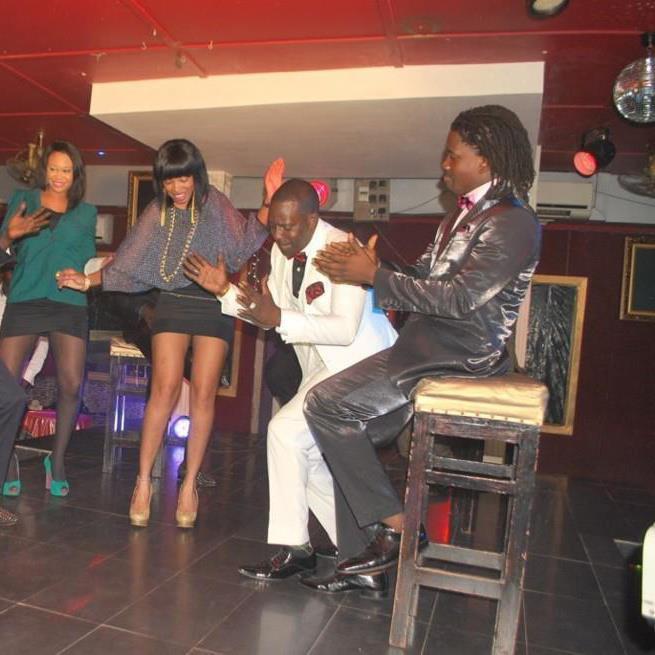 Mbaye Dièye Faye tourne un nouveau clip avec de belles nymphes