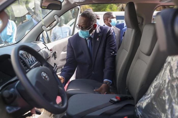 """Transports: Ces minibus qui vont remplacer les """"07 places"""" réceptionnés par Macky Sall (Photos)"""