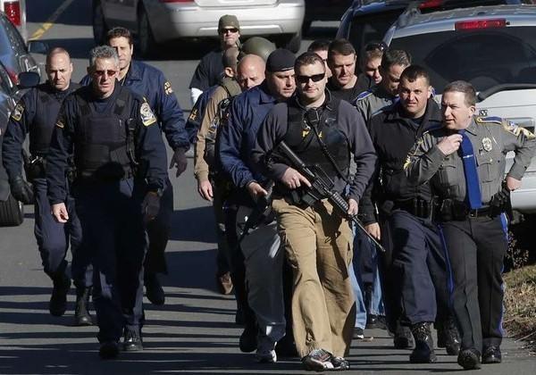 Urgent – Vidéo – USA : Une fusillade fait au moins 27 morts dans le Connecticut. Regardez