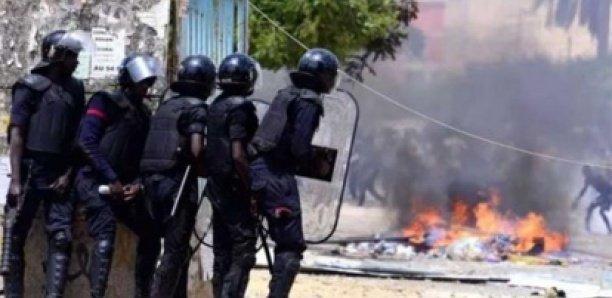 Bambey: Deux policiers blessés par des étudiants lors...