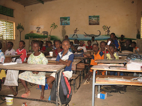 La Direction de l'Equipements scolaire assure la livraison suffisante en table-bancs