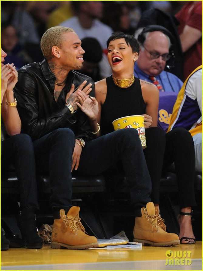 Rihanna et Chris Brown : Ils officialisent enfin leur amour au grand jour ! Photos