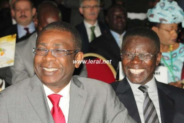 Youssou Ndour et son collègue Pape Diouf souriants