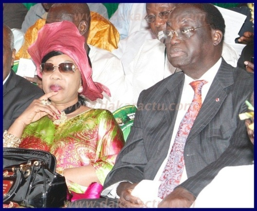 Moustapha Niasse et Mme très relax à la place de l'indépendance