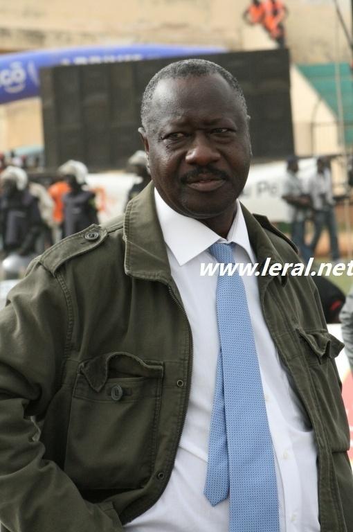 Silence! El Hadj Ndiaye de la 2Stv licencie...